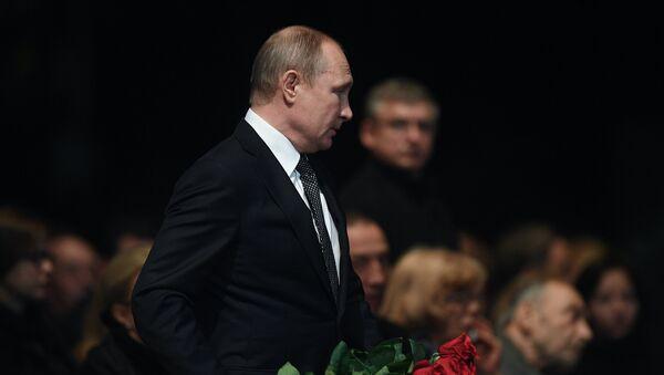Президент РФ Владимир Путин на церемонии прощания с актером и режиссером Олегом Табаковым - Sputnik Беларусь
