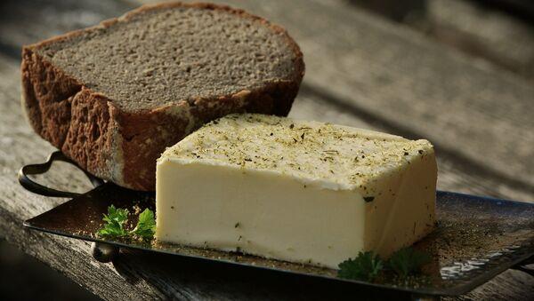 Хлеб и масло, архивное фото - Sputnik Беларусь