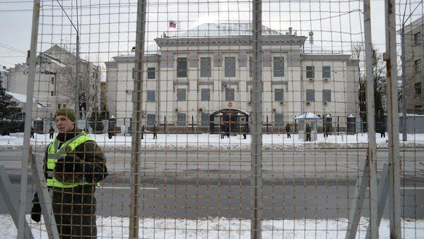 Посольство России в Киеве в день выборов президента РФ - Sputnik Беларусь