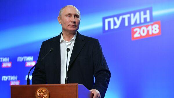 Владимир Путин в избирательном штабе после окончания голосования - Sputnik Беларусь