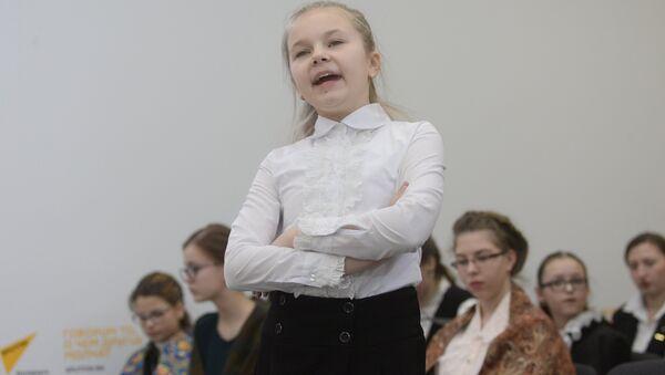 Дети оказались очень артистичными, использовали возможности жестов, мимики, ролевое чтение - Sputnik Беларусь