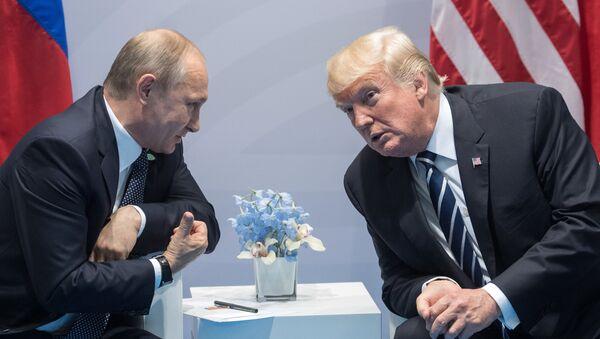 Президент РФ Владимир Путин и президент США Дональд Трамп, архивное фото - Sputnik Беларусь