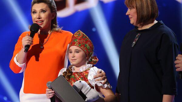Алена Варабей і Сняжана Гардзеенка на сцэне конкурсу Ты супер! - Sputnik Беларусь