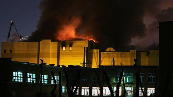 Пожар в торговом центре «Зимняя вишня» в Кемерово  - Sputnik Беларусь