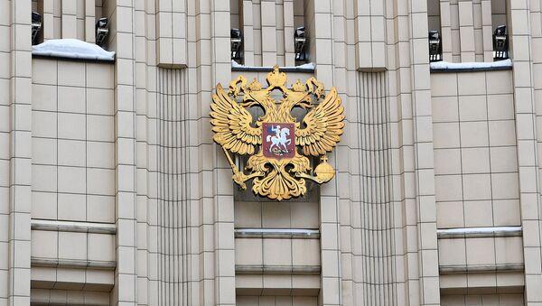 Герб РФ на здании министерства иностранных дел в Москве. - Sputnik Беларусь