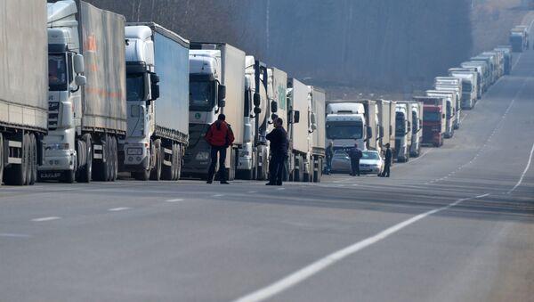 Очередь большегрузных автомобилей возле пункта пропуска Каменный лог  - Sputnik Беларусь
