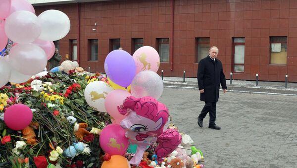 Владимир Путин побывал на месте трагедии в Кемерово - Sputnik Беларусь