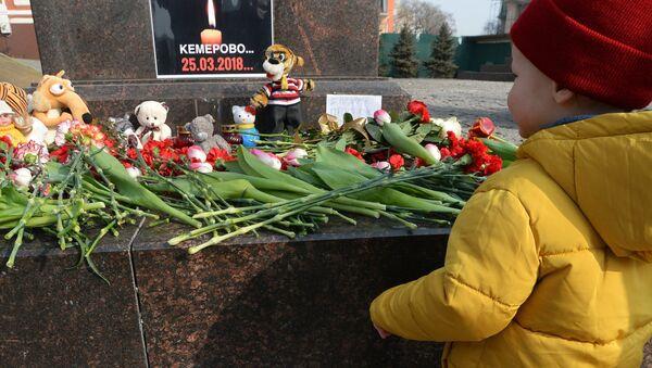 Акции в память о погибших при пожаре в ТЦ Зимняя вишня - Sputnik Беларусь