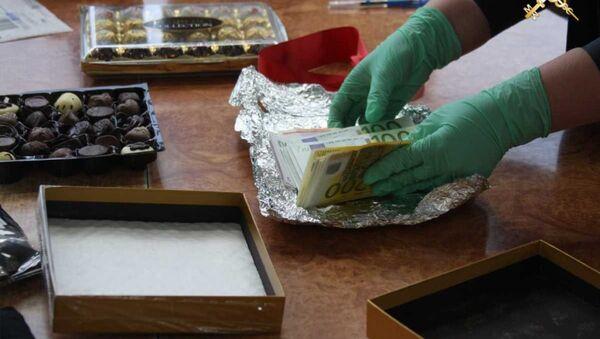 Минская региональная таможня нашла 25 тысяч евро в коробках с конфетами - Sputnik Беларусь