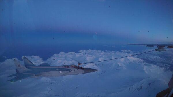 Ночная дозаправка истребителей-перехватчиков МИГ-31 в небе над Камчаткой - Sputnik Беларусь