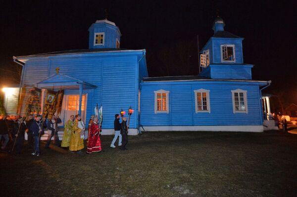 На чале працэсіі, як і ў духоўным настаўленні прыхаджан, ідуць святары - Sputnik Беларусь