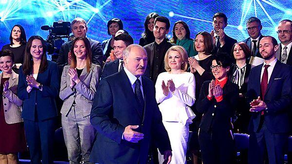 Президент Беларуси Александр Лукашенко на встрече с белорусскими СМИ 10 апреля 2018 года - Sputnik Беларусь