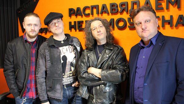 Дырыжор Віктар Бабарыкін і першы афіцыйны трыб'ют-гурт AC/DC у Расіі Easy Dizzy - Sputnik Беларусь