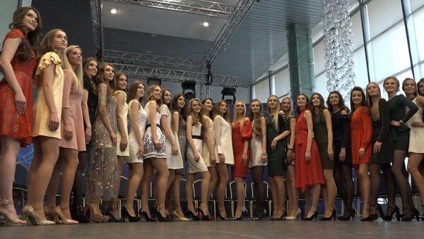 Видеофакт: финалисток конкурса Мисс Беларусь представили зрителям - Sputnik Беларусь