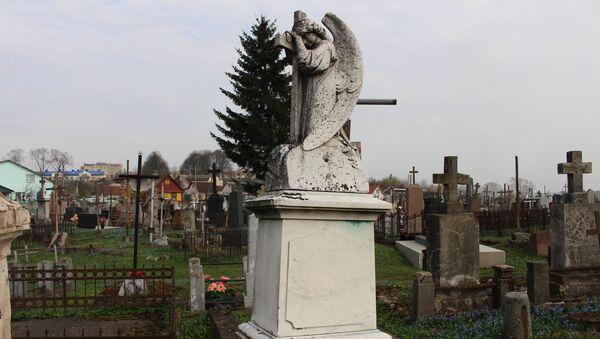 Плачущий Ангел на надгробии неплохо сохранился - Sputnik Беларусь