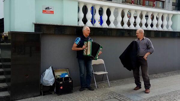 Уличный музыкант в Белостоке - Sputnik Беларусь
