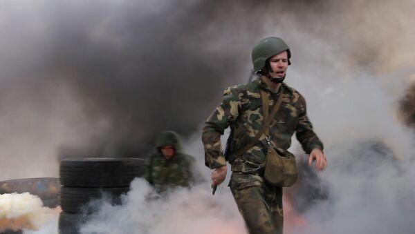 Праз агонь, ваду і трубы: як спецназаўцы здаюць на крапавы берэт - Sputnik Беларусь