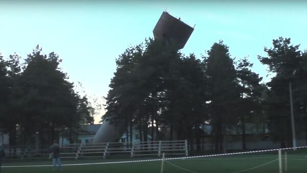 Відэафакт: старую воданапорную вежу знеслі ў Ганцавічах - Sputnik Беларусь