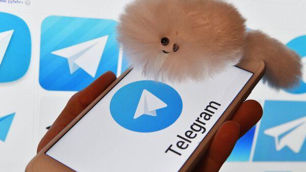 Лагатып мессенджера Telegram на экранах смартфона і камп'ютара - Sputnik Беларусь