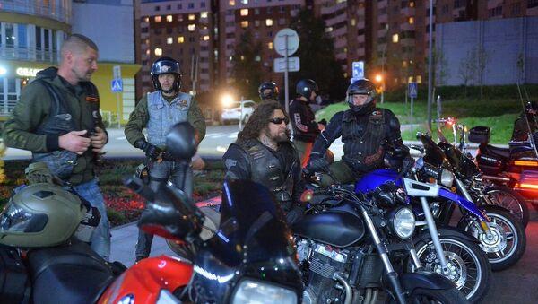 Ночные волки возле ТРЦ Galleria Minsk - Sputnik Беларусь