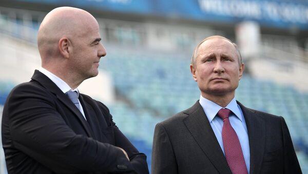Президент РФ Владимир Путин и президент FIFA Джанни Инфантино (слева) - Sputnik Беларусь