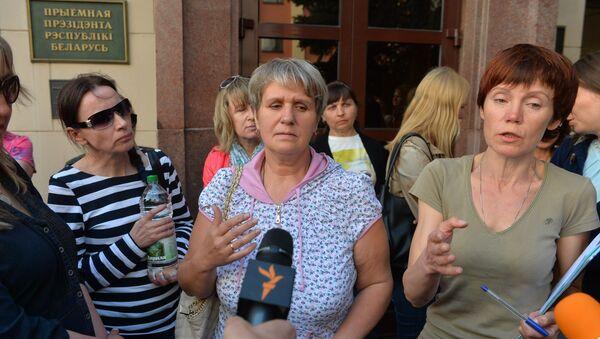 Участницы движения Матери-328 у Администрации президента - Sputnik Беларусь