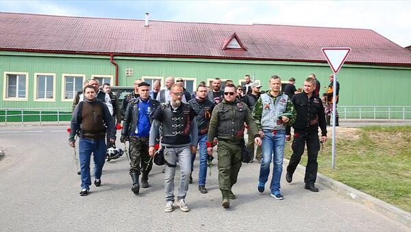 Ночные волки отпраздновали День Победы в Сенно, видео - Sputnik Беларусь