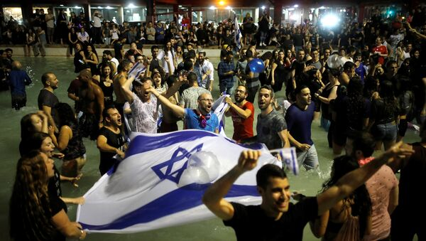 Израильские фанаты празднуют победу Нетты Барзилай на Евровидении - 2018 - Sputnik Беларусь