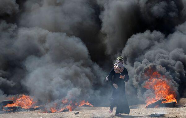Палестинские женщины участвуют в протесте наравне с мужчинами - Sputnik Беларусь
