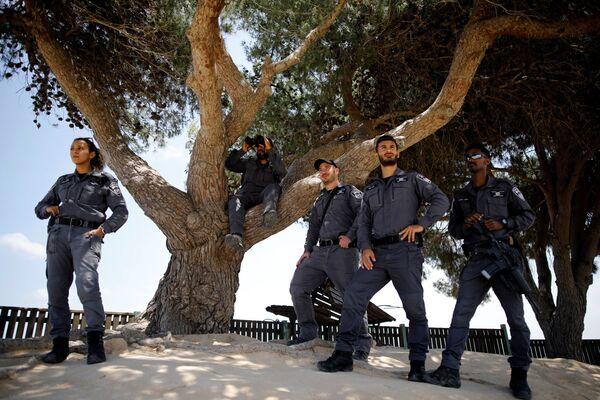 Израильские полицейские на границе с сектором Газа - Sputnik Беларусь