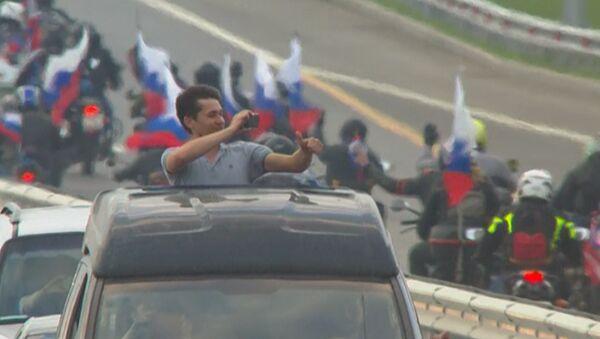 Тысячи машин проехали по мосту в Крым в первый час после его открытия - Sputnik Беларусь