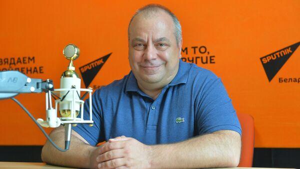 Спартыўны аглядальнік і калумніст Sputnik, заўзятар са шматгадовым стажам Алег Дзмітрыеў - Sputnik Беларусь
