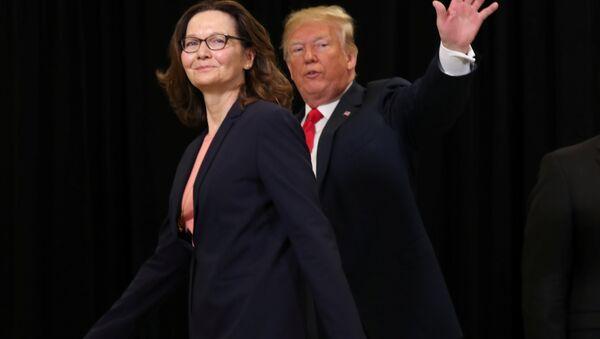 Директор ЦРУ Джина Хаспел и президент США Дональд Трамп - Sputnik Беларусь
