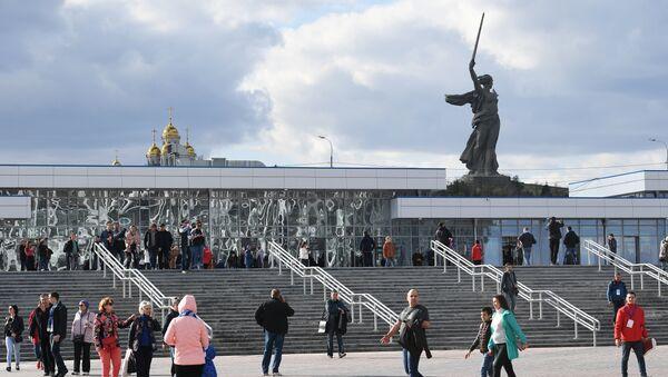 Вид на мемориал Родина-мать с площади перед стадионом Волгоград Арена - Sputnik Беларусь