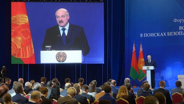 Президент Беларуси Александр Лукашенко выступил на пленарной сессии форума Минский диалог - Sputnik Беларусь