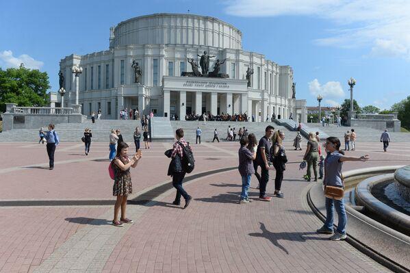 Заяўкі на экскурсію ў Вялікі тэатр у гэтым годзе падалі больш за 2 тысячы чалавек. - Sputnik Беларусь