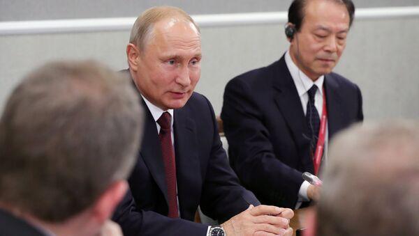 Президент РФ В. Путин принял участие во втором дне работы ПМЭФ - 2018 - Sputnik Беларусь