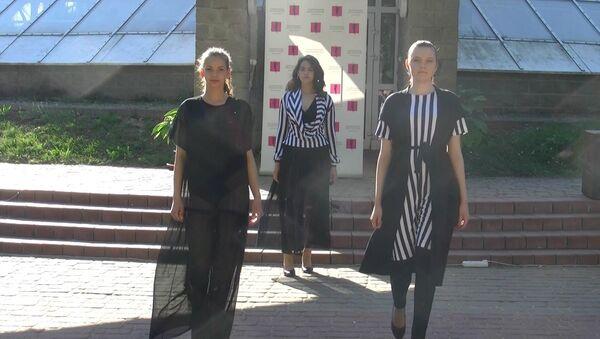 Выпускной Национальной школы красоты в Ботаническом саду в Минске, видео - Sputnik Беларусь