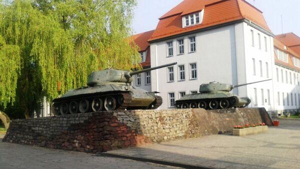Советский памятник с танками Т-34 в городе Дравско-Поморске (Польша) - Sputnik Беларусь