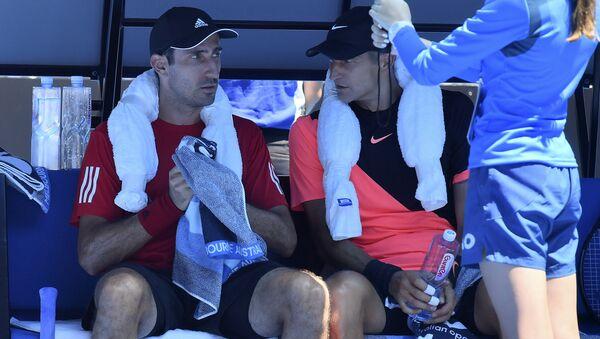 Австрийский теннисист Филипп Освальд (слева) и белорус Максим Мирный - Sputnik Беларусь