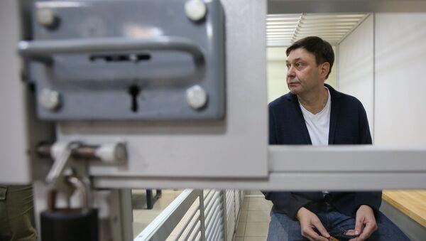 Кіраўнік партала РІА Новости Украина Кірыл Вышынскі падчас разгляду апеляцыі на арышт у Херсонскім зале суда - Sputnik Беларусь