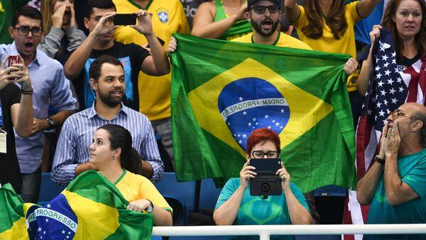 Болельщики сборной Бразилии поддерживают своих спортсменов - Sputnik Беларусь