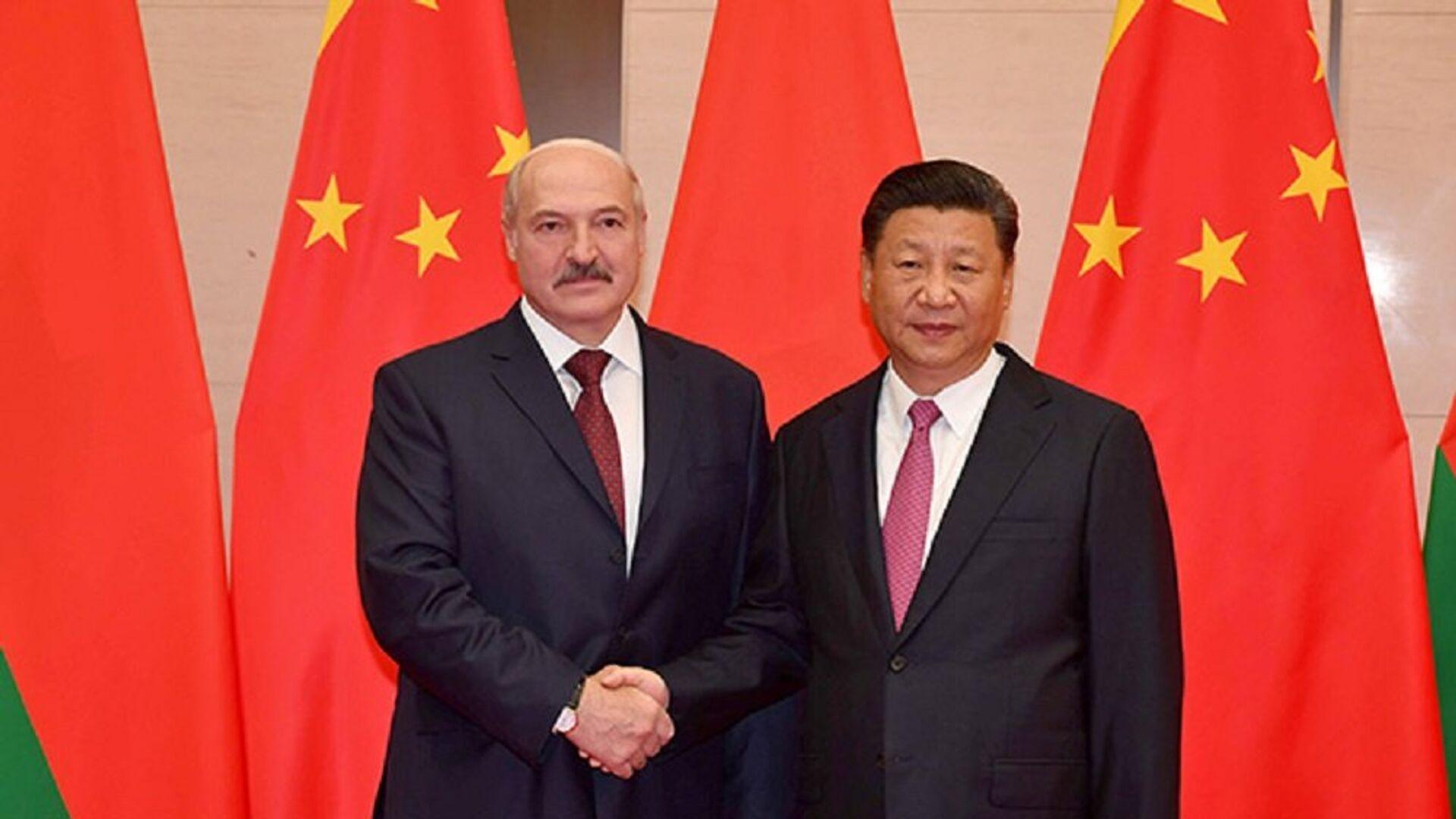 Президент Беларуси Александр Лукашенко и председатель КНР Си Цзиньпин - Sputnik Беларусь, 1920, 01.10.2021