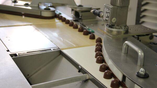 Как делают конфеты и иные сладости на Спартаке - Sputnik Беларусь