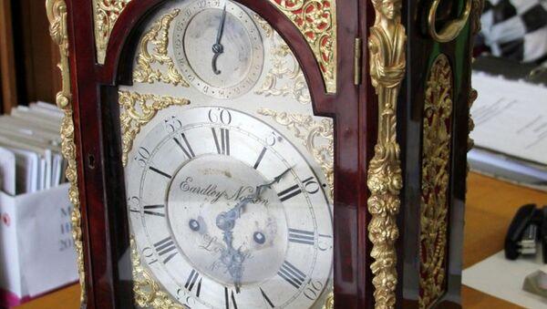 Англійскі настольны гадзіннік XVIII стагоддзя - Sputnik Беларусь
