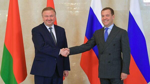 Премьер-министры РФ и Беларуси Д. Медведев и А. Кобяков - Sputnik Беларусь