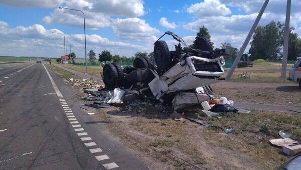 Фура протаранила грузовик в Жлобинском районе - Sputnik Беларусь