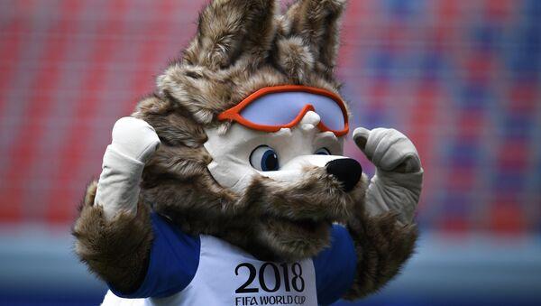 Афіцыйны талісман чэмпіянату свету па футболе ФІФА 2018 воўк Забівака - Sputnik Беларусь