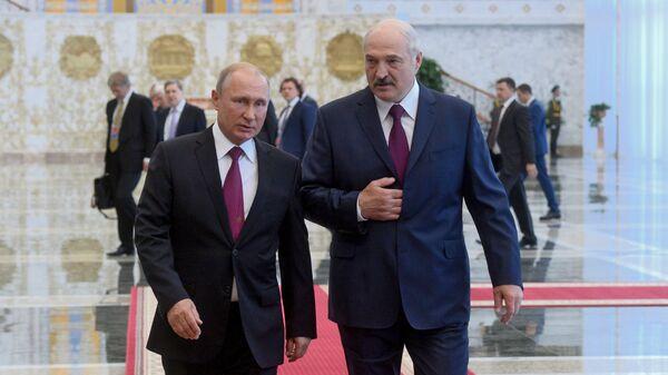 Президент Беларуси Александр Лукашенко и президент России Владимир Путин перед заседанием ВГС - Sputnik Беларусь