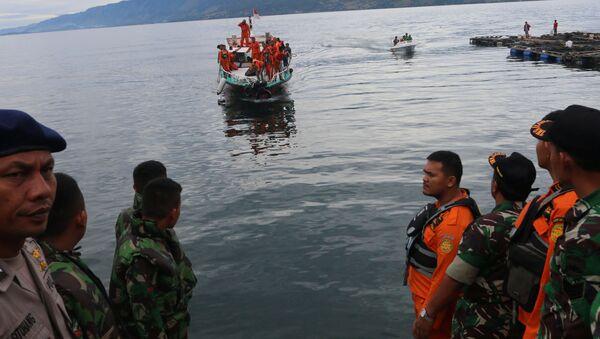 Паром с пассажирами затонул на озере Тоба в Индонезии - Sputnik Беларусь